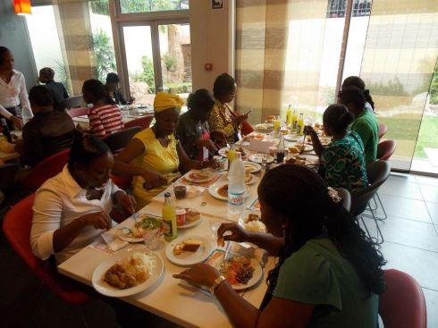 pendant l'une des pauses-déjeuner auxquelles nous avons eu droit pendant ces 5 jours de formation intensives.