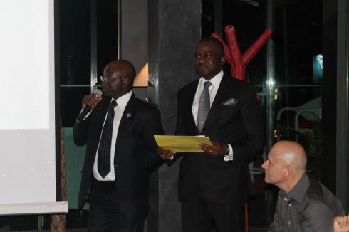 au milieu, Isaac Gnamba Yao, DGA de la poste de Côte d'Ivoire et Olivier Lombart, dirigeant de ADA groupe.