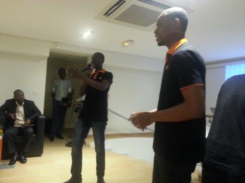 Les coaches numérique de Orange Côte d'Ivoire en pleine séance de training avec les utilisateurs