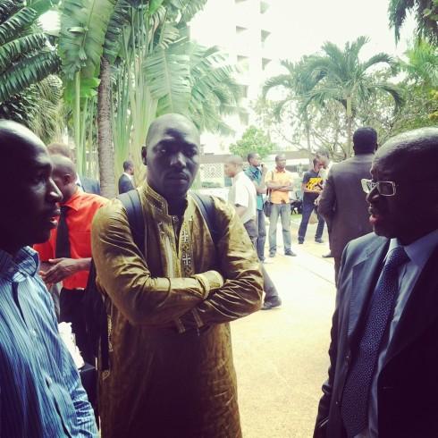 De gauche à droite: Diaby Mohamed, Cyriac Gbogou, blogueurs ivoiriens influents et Samba Sene, DG du Technocentre Abidjan