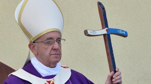 Le Pape François pardonne vos péchés via Twitter